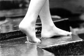soñar que estás descalzo